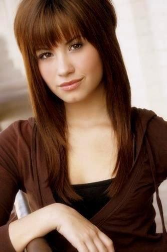 Does she look like Demi Lovato?