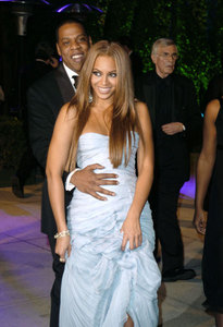 Is it true that beyonce is real Pregnant to jay z o it's just some rumors >?