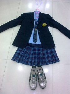Need help to decorate my school my school uniform.