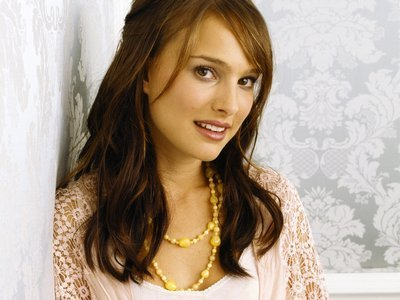 its is true,thats he dated Natalie Portman? if is true,i think they looks really cute together:D