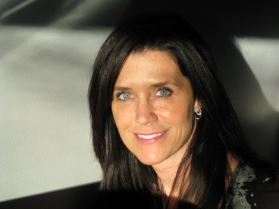 Does my wife look like Courtney Cox