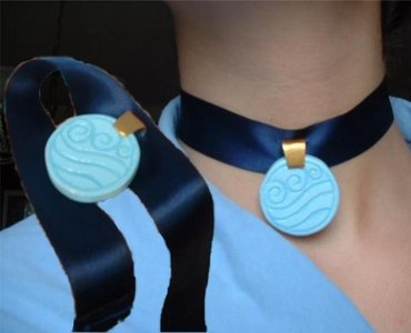 to people,who's made katara's necklace,or can figure it out,can आप please answer this?