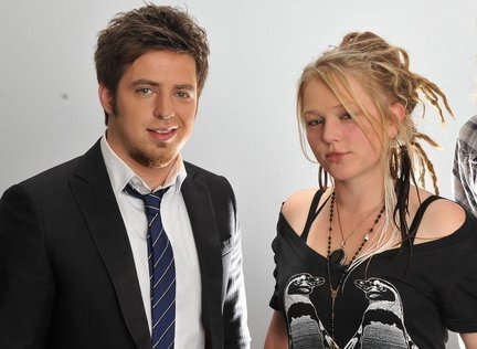 Who thinks that Lee Dewyze and Crystal Bowersox (Season 9) would make a good couple???