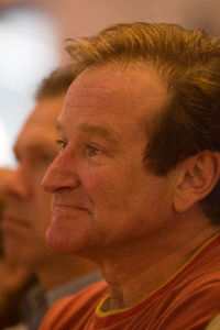 Robin Williams is my paborito actor. Has good talent, is very funny, and has a great voice role. =)