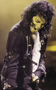 Where do I begin... First I would want him to sing Todo Mi Amor Eres Tu, then Human Nature and oooooh Liberian Girl definitely... The Girl is Mine, The Lady in my Life, Rock With You, Break of Dawn... I could make a huge list! :P <3