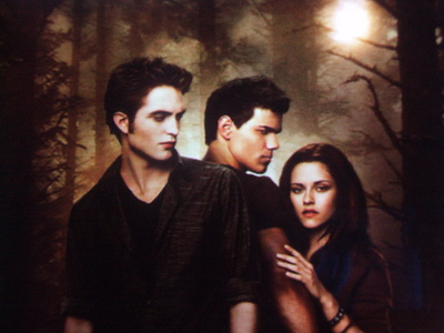 It was the best movie ever! It had zaidi action than the first movie, Twilight. They acted very well. It was zaidi interesting than Twilight in it's own way. I strongly recommend New Moon!
