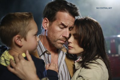 Dave wanted revenge so he took susan and mj to the place where the accident that killed his wife and daugther happened for killing susan so she called mike to rescue her and mj, he rescue her and they kissed each other and n the season 6 mike tell katherine that he never loved her and during all this time he was in tình yêu with susan!!! Ps: the image shows the moment just after the accident that as supposed to kill mj!