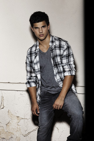 Taylor Lautner!He's so hot!!!