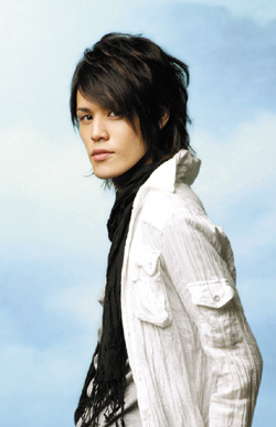 Miyano Mamoru see his other roles here: http://www.animenewsnetwork.com/encyclopedia/people.php?id=10397