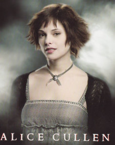 the cutest girl in the twilight series for me is Alice because she's nice,funny,and I upendo her pixie like stile.