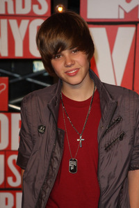 Justin Bieber is the hottest person E-V-E-R!!!!! ♥ ♥ !!! I LOVES HIM !!!! ♥ (p.s. how could u N-O-T tình yêu that HANDSOME face)♥