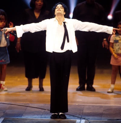 i know what tu mean i tried so hard to keep a smile on my face and i could for the most of if excect for the end while dong earth song i was in tears. but i can get a smile again to remember he raelly was going to do it be to bab he did not get a chance to. Michael Jackaon. King of Pop. RIP.