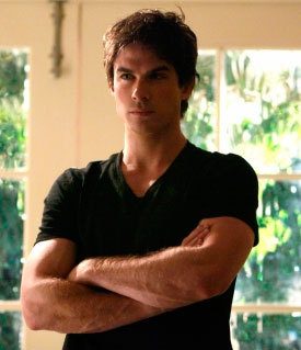 i l'amour Damon and Ian :)....Damon's character isn't ur typical vampire lovesick chiot like Edward ou Stefan yet he does l'amour Katherine a lot n has feelings 4 Elena he isn't all bubbly about it and whiny....and he makes vampires look awesome..he has tht bad boy taste tht every girl craves for in a guy and Ian just fits tht bad boy look, I'm glad he's playing Damon:P