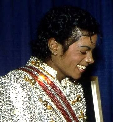 I adore that feeling!!<33 I 愛 all his 愛 songs soo much<33and that's making me lovin' him even more<3 LUV U Michael!!!!!<3