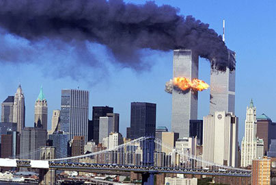 The plot? Yeah, some insane al-Qaeda radicals hijacked 4 American planes to crash into several different important US places. 2 went to the Twin Towers, 1 went into the Pentagon,and another got taken down into an empty field before it reached its target por the courageous passengers. They hated America, because we're awesome. PS: I didn't see this was for school. I'm still gonna keep my answer but maybe tu should read the [url=http://en.wikipedia.org/wiki/September_11_attacks]Wiki page[/url]. They can give tu way más information than any single person on fanpop can.