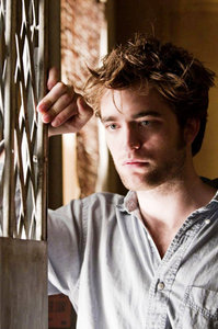 This is Tyler Hawkins from Remember Me. And before あなた ask, no, I don't like him because he's played によって Robert Pattinson. I like him because he doesn't have everything figured out, he's a bit ロスト and broken. によって letting someone in he begins to learn to live again and to live that life in the moments that we create. It an important lesson for everyone.