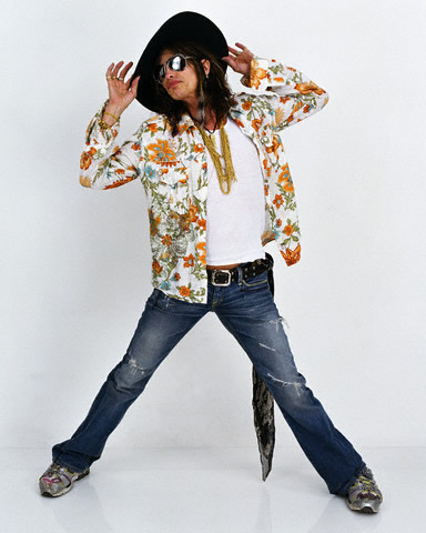 My お気に入り legend, vocalist, celebrity, lead singer of a band, etc ever! His name is Steven Tyler. Aka Rock Legend. ;)