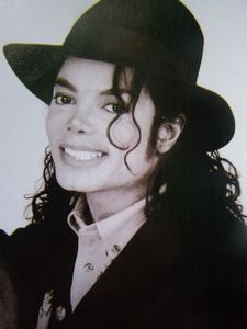 i think that if michael would be still alive that earthquake(wrong spelling i think) wouldn't happen i think i mean this is my opinion and i amor mike and a lot of wrong things happen cuz mikey is not alive anymore