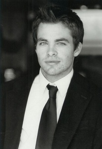 Chris Pine hes so HOT ^^
