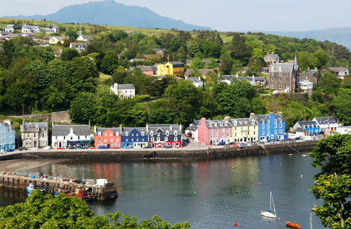 This is Tobermory. I don't live there anymore, but it's the nearest town to where I do live (I live in the countryside and obviously I don't want to post pics of my house). And, anyway, I spent my childhood there and it will always feel like halaman awal to me. :)