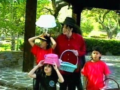 yayay:) Happy Easter Michael. hope your having a great time up there.i cant believe its been nearly a anno already. we all lovee te <3,<3 and everyone enjoy your giorno too!!:)