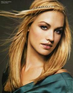 I've always thought that Yvonne Strahovski (from Chuck) was lovely. She's always classy, which is awesome too.
