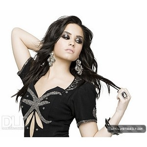 Demi Lovato 100% shes sooo preetii x :)))) x