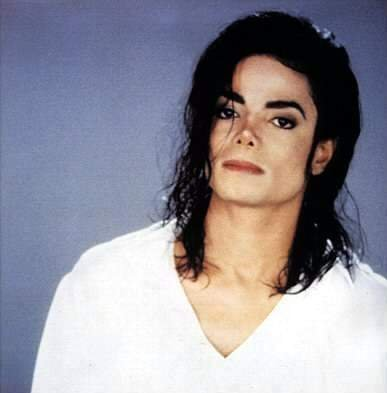 unforunetly i havnt, but i would of really loved to, neither have my parents seen him for they wernt much of a shabiki of mj, but i know someone who has, my Marafiki brother is a massive mj fan, hes 25 au something and he went to mjs history tour in 96 au 97 and so he watched the tamasha but when it was finished he saw mj go into his limo and mj saw him and alisema hi, smiled and went into the limo, i freaked out that someone i knew saw michael imagine how i wold feel if it was me who saw mj. haha i would faint! :)