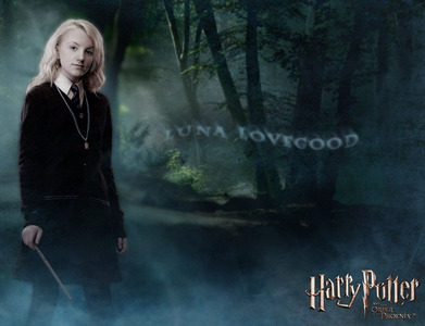 I 사랑 Luna Lovegood because she's strong, smart, kind, and really weird (in a good way)!!!