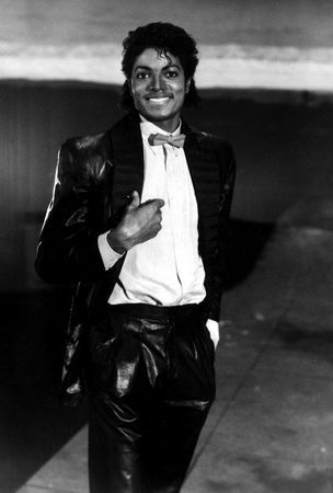my favourite is billie jean from victory tour, with his brothers, it was really cool, but i found a few bidyo of it with poor quality =/ if anyone have them in better quality tell me, thanks! :) !!
