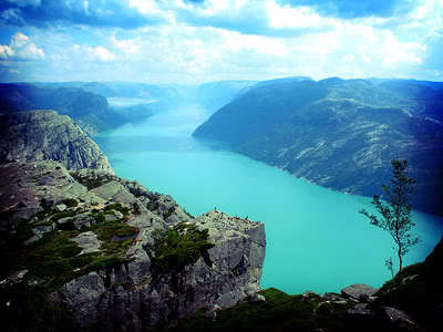 Norway....ah, beautiful. If anda look real close....you can see my house.
