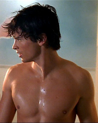 Tom Welling aka Clark Kent is HOT HOT HOT <♥♥♥ (blowing kisses to him)