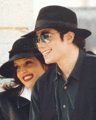 """well, michael wanted kids sooo badly, and when they wernt even married he asked her """"will آپ give me what i want, will آپ give me children"""" and she کہا """"yes"""" so they got married and when that دن came where michael wanted kids she کہا no. and straight away she broke michaels دل because all that michael wanted was children to have with her, because he loved her so much, but if she really loved him like he loved her, like she کہا she did, she would of gave him kids and not break his دل because michael didnt deserve that, michael didnt deserve that at all. :("""