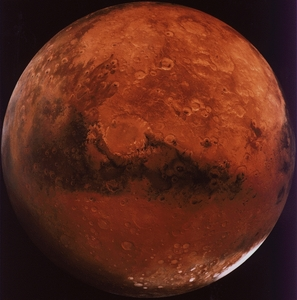 My room is on the the third eyelet. My mother lived here for a while...but now she's getting old...D: But I just moved....to go to Pigfarts. But tu can't go...it's on MARS. (And tu need a rocketship.)
