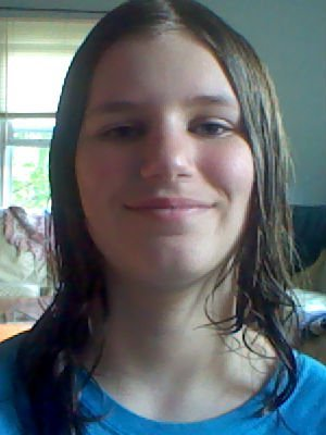 I took this picture after I got out of the shower,thats why my hair is really flat. Anyway, yah, there is the picture.