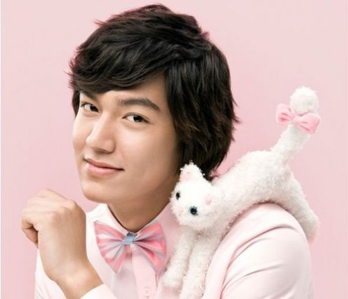 Lee Min Ho you look like a cute little baby......... and you also like pink. 