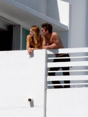 penn and blake haven't been spotted together since october 2009. in feb she was spotted with chace in miami and penn wasn't there-most people confused him for chace's manager eric. They have been spotted out a lot aswell. so it could be a possibility she's ditched penn for chace....so i would say chace and blake are dating woo hoo!!