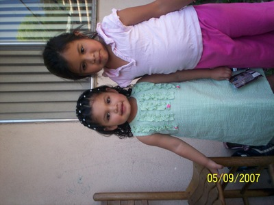 hi um i know for sure their going to make breaking dawn into a movie their is still that doubt if theres going to be مزید than one so far theres no new about who is going to play the part of renesmee but heres a pic of my cousin plz tell me if she could be renesmee shese the one with the green dress