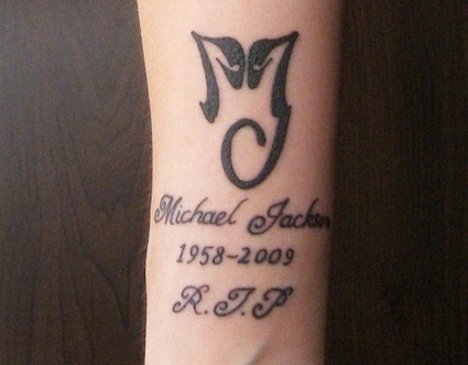 "well, i wuld Amore to get one but nothing to epic youno, but i would want one that detto ""Michael Jackson"" in running writing, like in the picture but with out the other writing, either on my neck o lower back, and probably a little cuore o a rose successivo to it, that would be nice. :)"