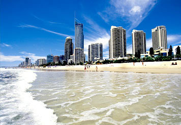I live 10 menit away from Surfer's Paradise in emas Coast Australia! One of the most beautiful places to live in and it REALLY does look like this =D