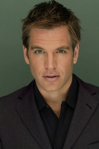 How olds Michael Weatherly? ;) Damn only 41. Well I'm saying him anyways because there's no one else I'd pick, and look how sexy he is! F*ck his wife 0;P lmao