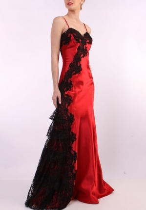 I'm not even in high school yet either, but my dream prom dress would be this one. As long as I lose half my weight sa pamamagitan ng junior year, I have a chance. :D