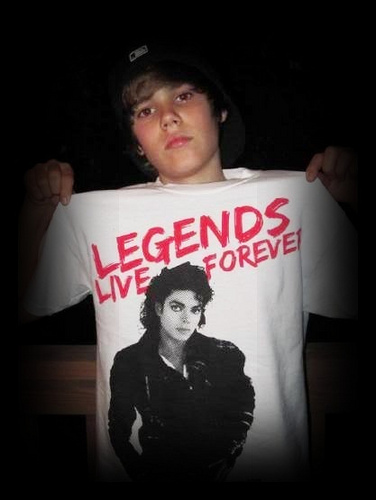 Justin Bieber is way hotter than Big Time Rush this is for the MJ and JB fans!!!!! U rock