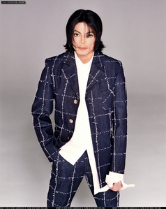 Du Are Not Alone, Man In The Mirror, and Billie Jean. I listen to Du Are Not Alone before I go to sleep, his voice is wonderful and makes me relax.