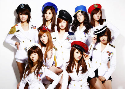 So Nyuh Shi Dae!!! their a korean girl group made up of nine gorgeous girls. their's Taeyeon the leader, Jessica, Sunny, Tiffany, Hyoyeon, Yuri, Sooyoung, Yoona, and Seohyun. they have awesome catchy dance to música and they are the BEST korean girl group eva!!!