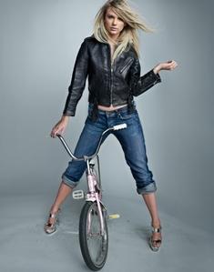 Taylor Swift:)<3