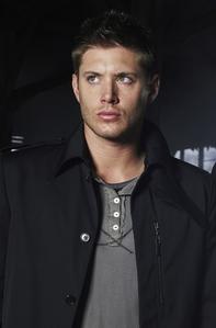 Jensen Ackles = sex on legs <3