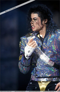 The tapes are to cover the vitiligo spots in his fingers and the brace in a tribute to the children of the world that die... I think many Marafiki told me that was the reason of all of these :D