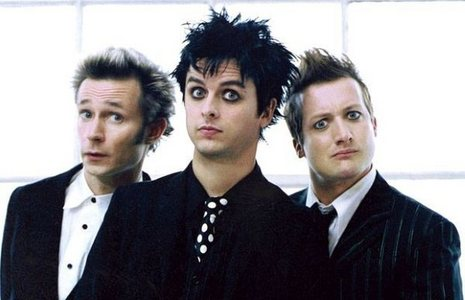 I amor mostly anything rock. My favorito! bands are Green Day, Three Days Grace, Flyleaf, Paramore, and Evanescence. <3Green Day<3