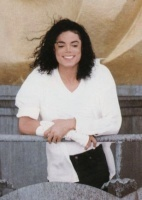I l'amour all pics with him smiling, he had a beautiful smile, we miss toi Michael!!!!